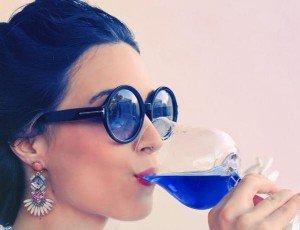 Gik,  el vino azul que llega para hackear el pasado