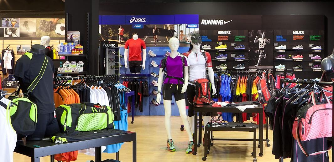 Base pone en marcha un nuevo concepto de tiendas for Decoracion deportiva