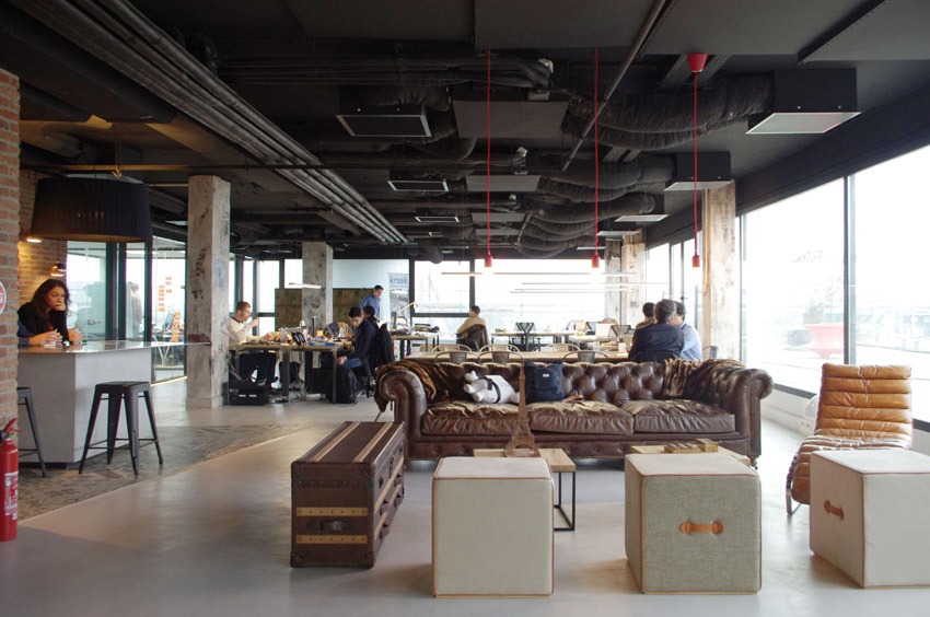 Claves para distribuir un espacio de coworking for Diseno oficinas industriales