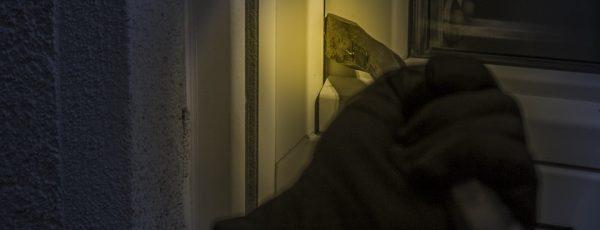 Cómo evitar que los ladrones hagan su 'agosto' este verano en tu casa