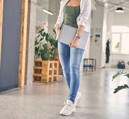 ¿Por qué llevar zapatillas de deporte incluso si trabajas en el mundo empresarial?