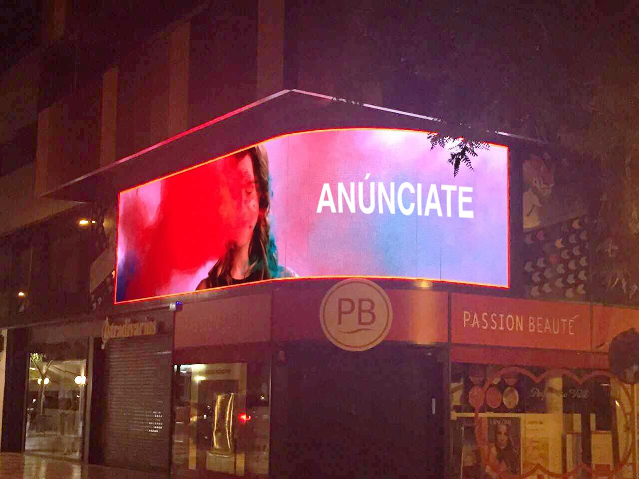 Platja d'Aro estrena una de las pantallas de publicidad digital más modernas del mercado