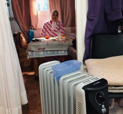 Tuandco regala dos radiadores a una persona vulnerable dentro de la campaña 'No más frío'