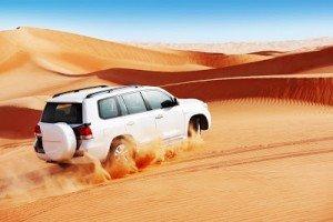 camioneta-blanca-en-el-desierto-del-sahara