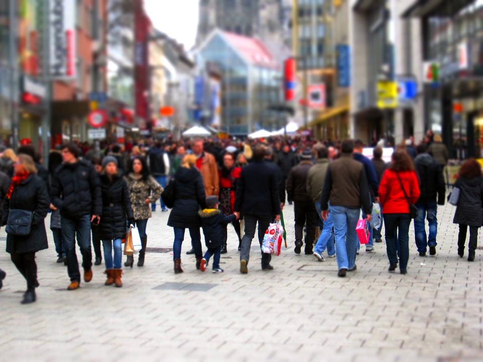 Los consumidores de Canarias, Valencia, Cantabria, Andalucía y Asturias son los que más gastan en sus compras