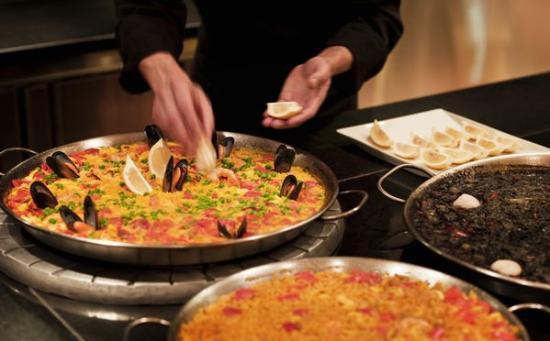 Presentan una nueva iniciativa contra el desempleo de mayores de 50 años basada en experiencias gastronómicas