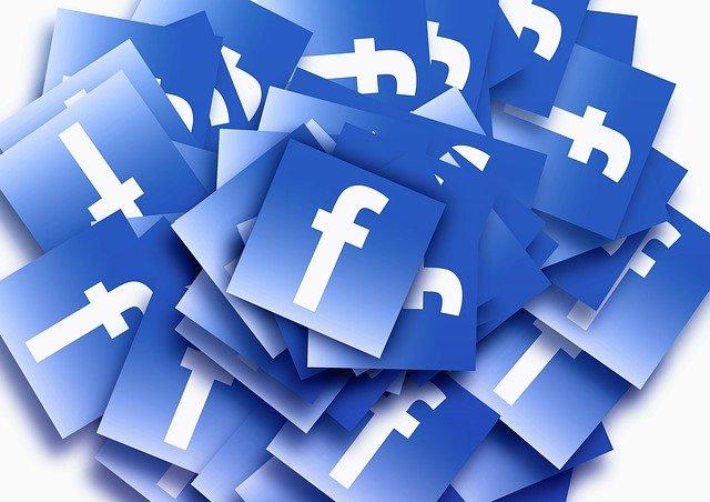 Antes de publicar en Facebook consulta el reloj y el calendario