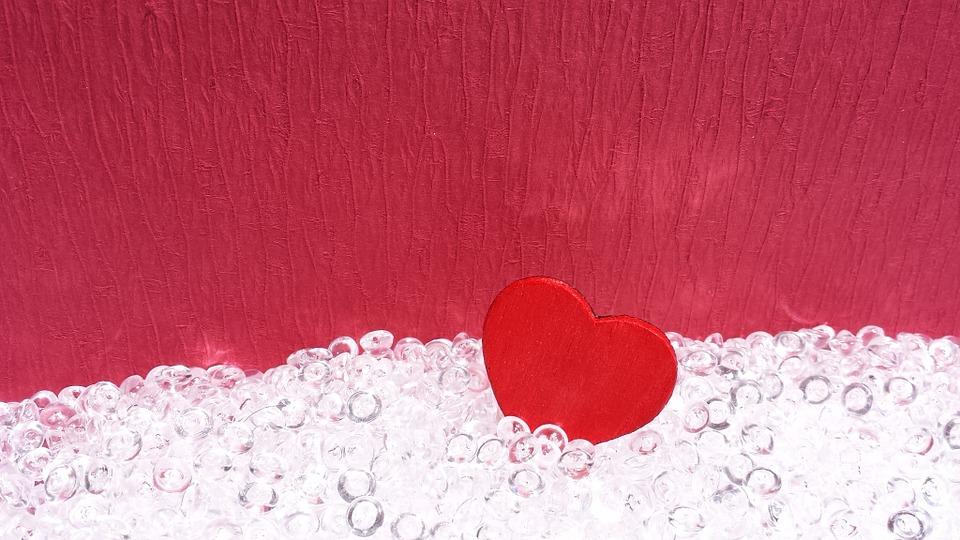 Para enamorar a sus clientes las marcas deben informar y no olvidarse de emocionar
